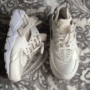Nike Shoes - Nike Air Huaraches Size 7